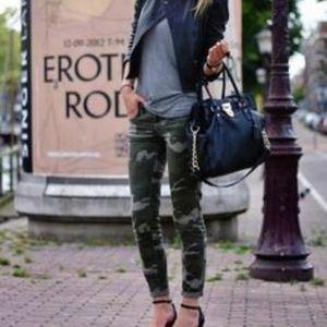 EUC CAbi Clover Camo Jeggings Zip Jeans Style 766